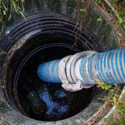 Vaciando tanque septico